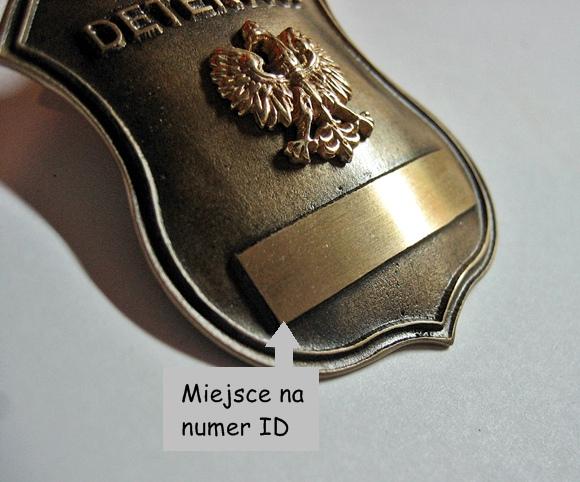 odznaka z numerem